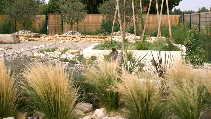 Aménagement jardin : idées pour aménager une terrasse économique et écolo