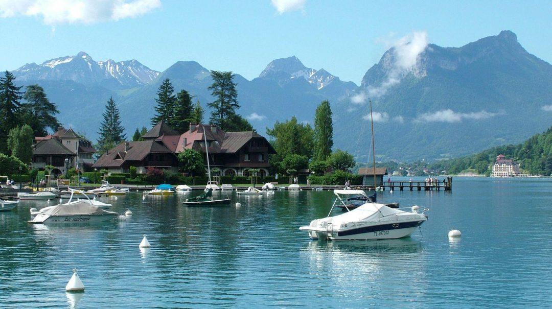 Découvrez les différentes locations d'hébergement au camping les Rives du Lac !