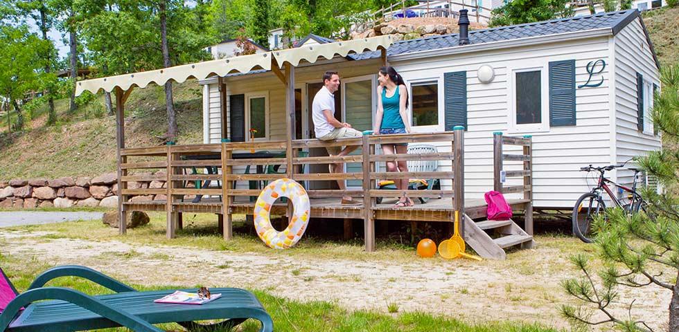 Camping Lac Aux Oiseaux : des emplacements spacieux pour votre hébergement en Aveyron